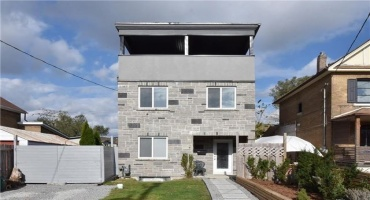 Toronto,Ontario M4C 2C9,4 Bedrooms Bedrooms,5 BathroomsBathrooms,Detached,Midburn,E4030940