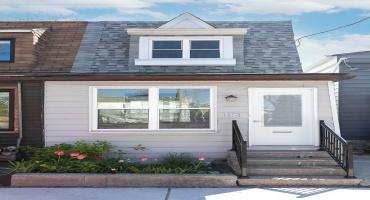 Toronto, Ontario M4L2Z4, 2 Bedrooms Bedrooms, ,2 BathroomsBathrooms,Att/row/twnhouse,Sale,Craven,E5233157